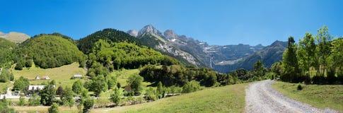 Strada a Cirque de Gavarnie, Hautes-Pirenei, Francia Fotografia Stock Libera da Diritti