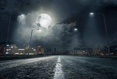 Strada in città alla notte Fotografia Stock