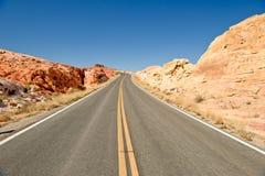 Strada con il paesaggio del deserto Fotografia Stock