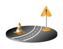 Strada con il segno ed il cono arancione Fotografia Stock Libera da Diritti