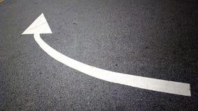 Strada con la direzione della freccia fotografia stock libera da diritti