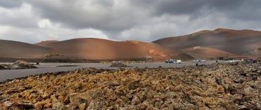 Strada con le viste dei vulcani Immagini Stock Libere da Diritti