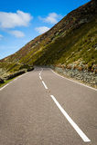 Strada con lo Snowdonia in Galles del nord Fotografia Stock Libera da Diritti