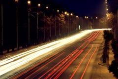 Strada con traffico di automobile Fotografia Stock Libera da Diritti