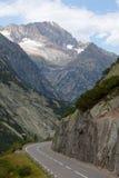 Strada Curvy nelle alpi svizzere Fotografia Stock Libera da Diritti
