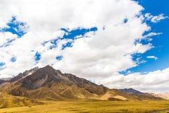 Strada Cusco- Puno, Perù, Sudamerica. Valle sacra delle inche. Natura spettacolare delle montagne Fotografia Stock Libera da Diritti