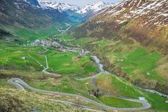 Strada d'avvolgimento del passaggio in Svizzera Fotografie Stock Libere da Diritti