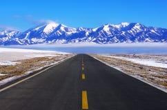 Strada da nevicare montagna Fotografia Stock Libera da Diritti
