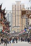 Strada dei negozi ammucchiata a Shanghai, Cina Fotografie Stock Libere da Diritti