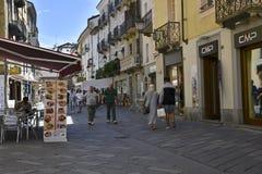 Strada dei negozi in Aosta, Italia Fotografia Stock
