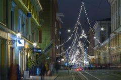 Strada dei negozi centrale di Helsinki con le luci della traccia Immagine Stock Libera da Diritti