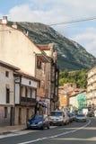 Strada dei negozi con le automobili in Asturie Fotografia Stock Libera da Diritti