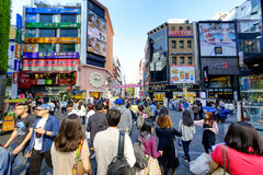 Strada dei negozi diMyeong-Dong Fotografie Stock Libere da Diritti