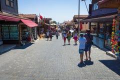 Strada dei negozi nella città della spiaggia Immagini Stock
