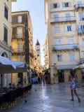 Strada dei negozi nella città di Corfù sull'isola greca di Corfù Immagine Stock