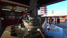 Strada dei negozi o Nakamise del tempio di Sensoji, Tokyo archivi video