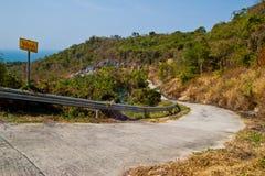 Strada del cemento sulla collina Immagine Stock