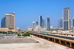 Strada del centro finanziario nel Dubai Fotografia Stock