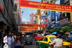 Strada del Chinatown Yaowarat a Bangkok Immagini Stock Libere da Diritti