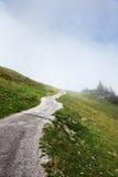 Strada del percorso sulla collina nella montagna Fotografia Stock Libera da Diritti
