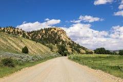 Strada del ranch della ghiaia nel Wyoming Fotografia Stock Libera da Diritti
