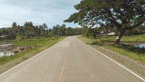 Strada del villaggio Moto sulla motocicletta filippine Isola di Bohol Azionamento in avanti archivi video