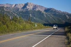 Strada dell'Alaska Strada principale di Denali in bello tempo fotografia stock