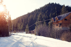 Strada dell'alta montagna con neve Immagini Stock