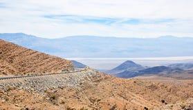 Strada della collina del deserto Immagini Stock