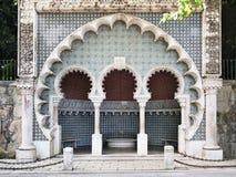 Strada della fontana di moresco al palazzo di Pena immagini stock libere da diritti