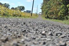 Strada della ghiaia di basso profilo fotografia stock