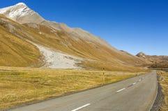Strada della montagna al passaggio del distretto di Albula - passo di montagna svizzero nel cantone di Graubunden switzerland Fotografia Stock Libera da Diritti