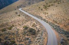 Strada della montagna del deserto del Mojave Immagini Stock