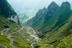 Strada della montagna della Cina di bobina Fotografie Stock
