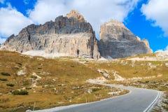 Strada della montagna di bobina nelle dolomia Fotografia Stock