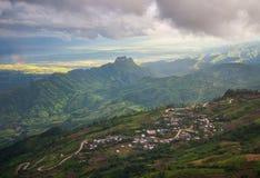 strada della montagna di paesaggio di giorno Immagini Stock Libere da Diritti