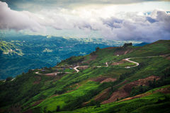 strada della montagna di paesaggio di giorno Fotografia Stock Libera da Diritti
