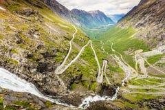 Strada della montagna di Trollstigen del percorso dei troll in Norvegia Immagine Stock Libera da Diritti