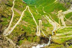 Strada della montagna di Trollstigen del percorso dei troll in Norvegia Immagini Stock Libere da Diritti