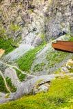 Strada della montagna di Trollstigen del percorso dei troll in Norvegia Immagini Stock