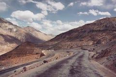 Strada della montagna in Himalaya Immagini Stock Libere da Diritti
