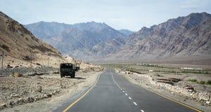 Strada della montagna a Manali in Ladakh, India Fotografia Stock Libera da Diritti