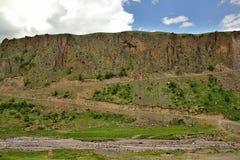Strada della montagna nel canyon del fiume Malka fotografia stock libera da diritti