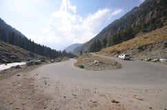 Strada della montagna nel Kashmir immagini stock libere da diritti