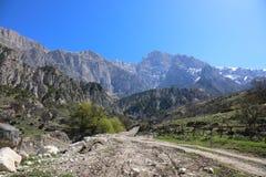 Strada della montagna in Ossetia-Alania del nord, Russia Immagine Stock