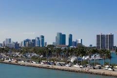 Strada della strada principale di Miami lungo il canale Fotografie Stock