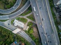 strada della strada principale dell'intersezione 4K con traffico dalla vista del fuco Fotografie Stock Libere da Diritti
