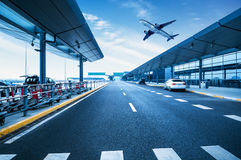 Strada di aeroporto di Shanghai Pudong fotografie stock