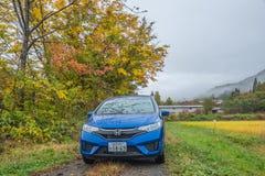 Strada di autunno con l'automobile nel Giappone Fotografia Stock