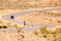 Strada di bobina attraverso il deserto Immagine Stock Libera da Diritti